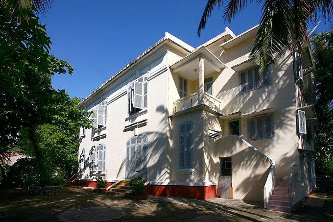 Các biệt thự có 2 tầng, được xây dựng mang phong cách kiến trúc cổ điển Pháp với đường nét đơn giản. Ảnh biệt thự Cây Bàng.